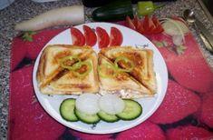 'Parádní tousty' - fakt žrádlo!!!SUROVINY1 balení toustového chleba, 12 plátků šunky (šunkový salám), 12 plátků anglické slaniya nebo nějaký suchý salám (Vysočina), 12 plátků eidamu, 1-2 menší cibule, máslo, kompotované broskve nebo ananasové kroužky, kečup, tatarka, plnotučná hořčicePOSTUP PŘÍPRAVYNejdříve si nachystáme marinádu. Smícháme 2 PL tatarky s 2 PL kečupu a přidáme 1 ČL plnotučné hořčice. Dobře promícháme!Vždy dva tousty si namažeme máslem a na vrch postupně dáme šunku, anglickou…