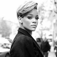 Rihanna - love her hair Cute Hairstyles For Short Hair, Girl Short Hair, Girl Hairstyles, Rhianna Short Hair, Rhianna Pixie Cut, Rihanna Blonde Hair, Rihanna Hairstyles, Female Hairstyles, Amazing Hairstyles