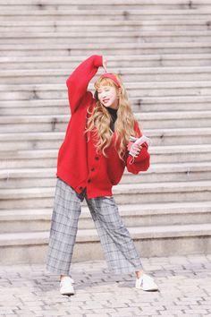 Cosmic Girls, Scarlet, Winter Hats, Sign, Twitter, Fashion, Moda, Fashion Styles, Signs