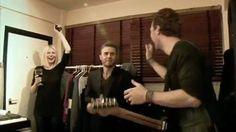 Coldplay & Gary Barlow performing Back For Good #coldplay #garybarlow