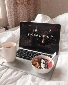 netflix movies - Macbook Laptop - Ideas of Macbook Laptop - Instagram Blog, Fred Instagram, Creative Instagram Stories, Instagram Story Ideas, Netflix And Chill, Netflix Time, Friends Show, About Time Movie, Smoothie Bowl