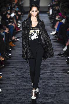 Max Mara Fall 2018 Ready-to-wear Fashion Show Collection  See the complete Max  Mara Fall 2018 Ready-to-wear collection. a6d3637035a