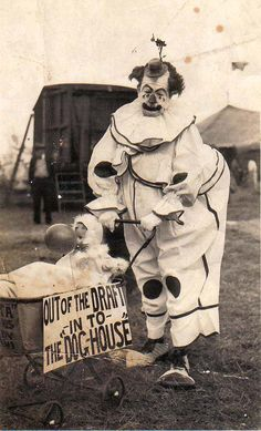 """I have no idea why clowns are stereotyped as being """"scary"""" - no idea whatsoever. Creepy Vintage, Vintage Clown, Vintage Carnival, Vintage Halloween, Old Circus, Dark Circus, Night Circus, Gruseliger Clown, Circus Clown"""