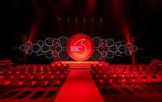 Stage Design - Vodafone Business event on Behance Stage Lighting Design, Stage Set Design, Church Stage Design, Exhibition Stand Design, Exhibition Booth, Concert Stage Design, Concert Lights, Design Social, Backdrop Design