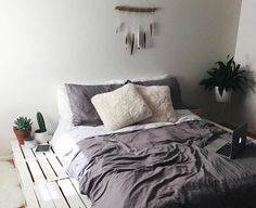 comment fabriquer un lit en palette, idée magnifique, ambiance accueillante
