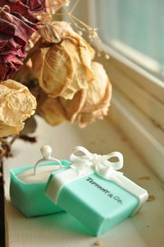 carribean Tiffany Blue Wedding Decorations | Wedding little cake. Ring. Tiffany blue.