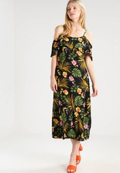 "VMKIRSTY - Maxi dress - black. Outer fabric material:100% polyester. Total length:51.0 "" (Size 10). Care instructions:do not tumble dry,machine wash at 30°C,A shrinkage of up to 5% may occur. Details:bust darts. Length:calf-leng..."