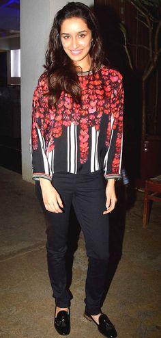 Shraddha Kapoor poses for the shutterbugs at the screening of 'Haider'… Men's Fashion, Fashion Week, Star Fashion, Fashion Looks, Bollywood Saree, Bollywood Actress, Bollywood Fashion, Indian Celebrities, Bollywood Celebrities