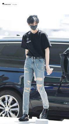 Airport Fashion Kpop, Kpop Fashion, Fashion Outfits, Kpop Outfits, Korean Outfits, Trendy Outfits, Korean Fashion Men, Airport Style, Street Wear
