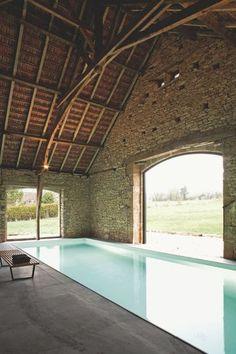 Piscine sous charpente - 19 piscines de rêve stylées - CôtéMaison.fr