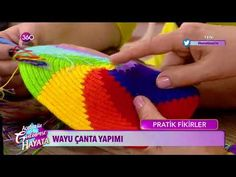 Wayuu Bag Making - Mochila Wayuu bag Boho Tapestry, Tapestry Crochet, Crochet Flower Patterns, Crochet Designs, Crochet Diy, Crochet Hats, String Bag, Crochet Purses, Crochet Videos