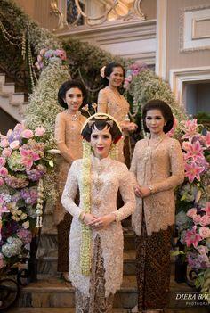 Ideas Wedding Garden Dress Bridesmaid For 2019 Kebaya Lace, Kebaya Hijab, Batik Kebaya, Kebaya Dress, Kebaya Muslim, Batik Dress, Kebaya Wedding, Muslimah Wedding Dress, Hijab Bride