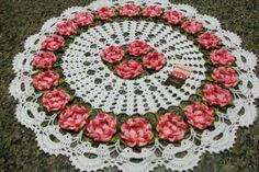 Sandra Roque Artesanatos: Toalha  redonda croche com flores e miçangas