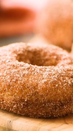 CINNAMON SUGAR AIR FRYER DONUTS Air Fryer Donuts rolled in a cinnamon sugar mixture! These donuts that are made in your air fryer start with refrigerated biscuits that are air fried and then rolled. Air Fryer Recipes Videos, Air Fryer Oven Recipes, Air Fryer Recipes Donuts, Air Fryer Recipes Dessert, Air Fryer Recipes Breakfast, Donut Recipes, Keto Recipes, Easy Recipes, Apple Fritter Recipes