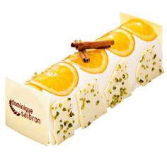 Bûche orange cannelle - Dominique Saibron    Une bûche composée d'un biscuit financier à la pistache, d'un crémeux à l'orange et d'une crème mousseuse au mascarpone aux notes de cannelle.