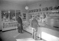 Elanto nro 29 (Reimarla) vuonna 1931. Kuva Helsingin kaupunginmuseo. Back In Time, Helsinki, Historian, Photo Wall, Travel, Tents, Finland, Photograph, Viajes