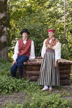 Maiden and man from Kullamaa, West Estonia. Eesti Rahvarõivad