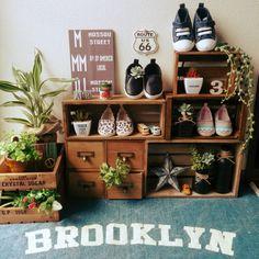 lovesnoopyさんの、壁/天井,ダイソー,カフェ風,セリア,フェイクグリーン,見せる収納,ラグマット,いなざうるす屋さん,ベビーシューズ,男前,H&M,NO GREEN NO LIFE,ブログ更新しました♡,Brooklyn,ミニ瓶,ブルックリン,星型オーナメント,のお部屋写真