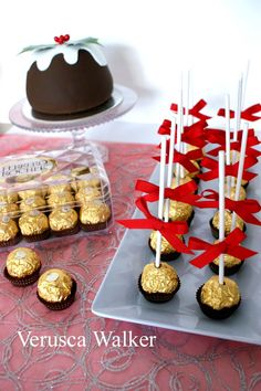 Quick cake poppy for Christmas with Ferrero Rocher. Cake Pops, Minnie Mouse Birthday Theme, Ferrero Rocher, Pinterest Cake, Quick Cake, Candy Cakes, Girl Baby Shower Decorations, Chocolate Bouquet, Sweets