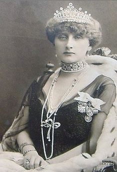 Lily of the Valley Diamond Tiara by Boucheron, Princess Augusta Viktoria of Hohenzollern-Sigmaringen, wife of King Manuel II of Portugal-(she looks just like my aunt Charlotte around 1905)