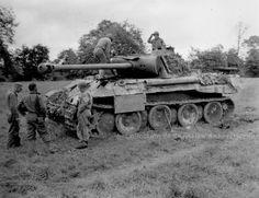 Un des Panther de la 130. Panzer-Lehr-Division détruits lors de l'attaque contre la tête de pont américaine de Saint-Fromond le 11 juillet 1944. Nous sommes près de Le Dézert, à 6 km au sud-ouest de Saint-Fromond. Ce blindé appartiendrait à une 1. Kompanie du Panzer-Lehr- Regiment 130 (peut-être du I./Pz.Rgt. 6).