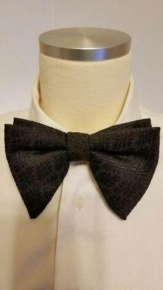 Men's Vintage Black Bow Tie Textured Geometric Oversized Butterfly Bowtie 5X4 #RoyalApparel #BowTie