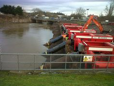dredging the #somersetlevels Pumps on the river parrett during February 2014 #floods
