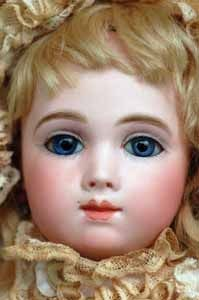 AT SHARICE Simply gorgeous A.Thuillier,marked circa mouth with shaded and accented lips. Old Dolls, Antique Dolls, Vintage Gowns, Bisque Doll, Dollhouse Dolls, Felt Animals, My Princess, Doll Face, Vintage Cards