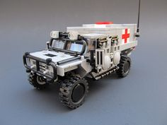 Medical Evacuation Variant When there's wounded, you need a way to get them out. Lego Police Car, Lego Cars, Lego Technic Truck, Lego Truck, Lego Ww2, Legos, Technique Lego, Lego Universe, Lego Pictures