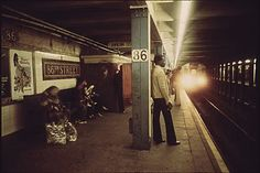 Station To Station, New York City, 1970s, Street, Photos, Pictures, New York, Nyc, Walkway