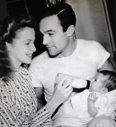 Gene Kelly and Betsy Blair with daughter Kerry (1942)
