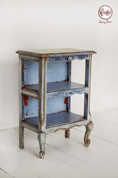 Annie Sloan • Paint & Colour: Painter In Residence Agnieszka Krawczyk's Side Table finished in Old Violet Chalk Paint® decorative paint by Annie Sloan