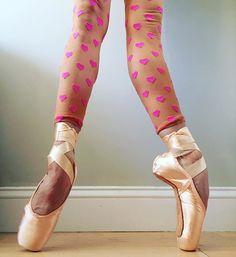H A P P Y  V A L E N T I N E ' S  D A Y ! ! 💕💕💕 . . . #valentinesday #happyvalentinesday #ballet #dancer #balletdancer #dance #pointeshoes #enpointe #capezio #brittanydegrofft #love #💕 #abtballet #americanballettheatre #hearts @capezio