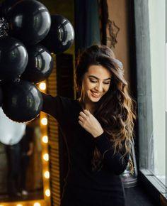 Cute Girl Photo, Beautiful Girl Image, Girl Photo Poses, Girl Poses, Balloons Photography, Birthday Photography, Photography Poses Women, Stylish Girls Photos, Stylish Girl Pic
