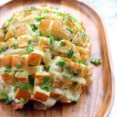 yummy with homemade pesto too Bloomin' Onion Bread - Recipes, Dinner Ideas, Healthy Recipes & Food Guide & Brunch Dish Cooker Think Food, I Love Food, Good Food, Yummy Food, Fun Food, Chefs, Blooming Onion Bread, Bloomin Onion, Great Recipes