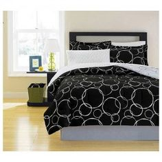 Google Image Result for http://www.cutecomfortersonline.com/wp-content/uploads/2011/11/black-and-white-polka-dots-comforter-300x300.jpg