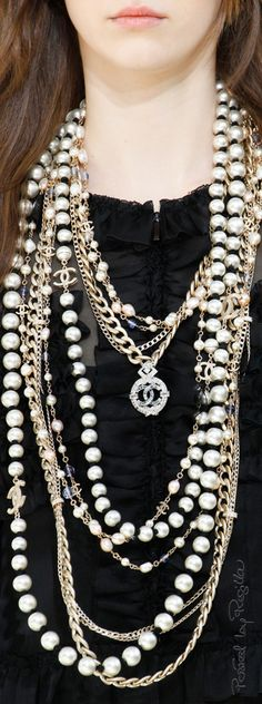 Find the Chanel prêt-à-porter automne-hiver Chanel Pearls, Chanel Necklace, Chanel Jewelry, Bar Necklace, Fashion Jewelry, Women Jewelry, Fine Jewelry, Necklaces, Mode Chanel