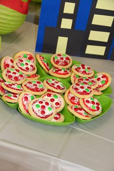 These pizza cookies are sure to make any tiny turtle's (or tot's) mouth water at your next Teenage Mutant Ninja Turtles themed party! And they're easy to make, too: just top sugar cookies with red frosting, shaved white chocolate, and colored chocolate candies!