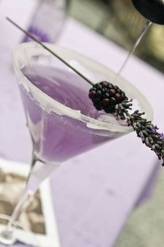 Lavender Blackberry Martini Drop Cocktail - Girls' Night In with Monica Hart - La Famiglia Design Stefanie Knowlton Photography Martinis, Martini Party, Cocktails, Cocktail Drinks, Summer Drinks, Fun Drinks, Alcoholic Drinks, Beverages, Martini Recipes