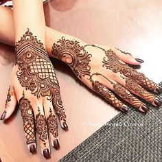 Mehndi design is one of the most authentic arts for girls. The ladies who want to decorate their hands with the best mehndi designs.Check the latest mehndi designs 2019 simple and easy for hands, we have collected the most beautiful and decent henna Henna Hand Designs, Dulhan Mehndi Designs, Mehndi Designs Finger, Indian Henna Designs, Legs Mehndi Design, Modern Mehndi Designs, Mehndi Designs For Girls, Mehndi Design Pictures, Mehndi Designs For Fingers