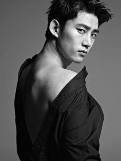 Taecyeon and his sexy shoulder xD