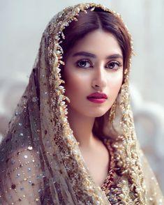Ek hii se krte h 💔💔💔 Pakistani Models, Pakistani Girl, Pakistani Bridal Dresses, Pakistani Actress, Beautiful Muslim Women, Beautiful Girl Indian, Most Beautiful Indian Actress, Beautiful Actresses, Sajal Ali