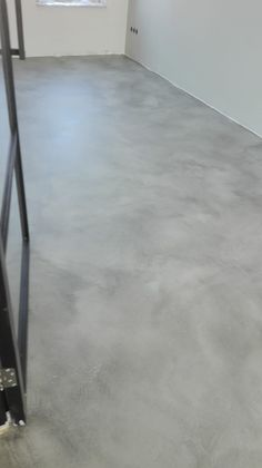 Concrete Sink, Stained Concrete, Concrete Floors, Screed Floors, Flooring, Wooden Sofa Designs, Concrete Interiors, Garage Design, Painted Floors