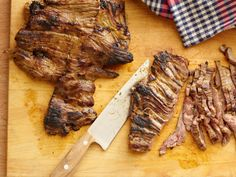 Try Tyler Florence's Tacos Carne Asada recipe from Food Network: His citrusy green mojo marinade gives flank steak a real kick. Sirloin Steak Recipes, Skirt Steak Recipes, Grilled Steak Recipes, Sirloin Steaks, Grilling Recipes, Beef Recipes, Cooking Recipes, Barbecue Recipes, Grilled Meat