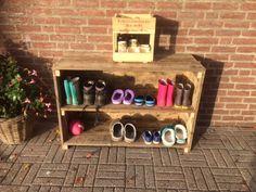Van houten planken een schoenenkast maken (Voor bijv. buiten)