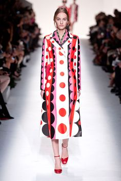 Valentino. Fall 2014. Maria Grazia and Pierpaolo Piccoli have created a collection which is modern and wearable as well as luxurious and high couture. Interesting geometric pattern with dots, black & white, red and pink coat.