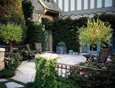 Enclosed Patio Privacy Walls 33 Ideas For 2019 Front Yard Patio, Front Courtyard, Small Backyard Landscaping, Patio Roof, Pergola Patio, Small Patio, Backyard Ideas, Pergola Cover, Pergola Plans