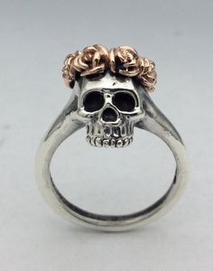 Silver Skull Ring with Rose Crown in Rose Gold on Etsy Skull Jewelry, Cute Jewelry, Jewelry Box, Jewelry Accessories, Gothic Jewelry, Silver Jewelry, Jewelry Rings, Bullet Jewelry, Geek Jewelry