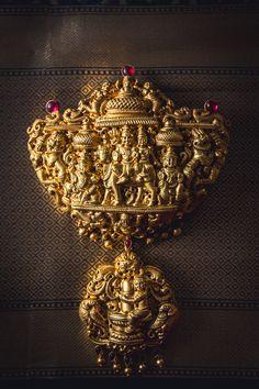 Gold Jewelry For Cheap Code: 5547649640 Indian Wedding Jewelry, Indian Jewelry, Gold Temple Jewellery, Terracota Jewellery, Urban Jewelry, Beautiful Diamond Rings, Golden Jewelry, Jewelry Model, Pendant Jewelry
