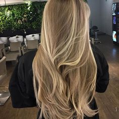 it can be said that these 5 Spectacular Hairstyles For Thick Wavy Hair will be greatly helpful for you stay you at a standard position in this competitive fashion world as these are the Best ideas about wavy thick hairstyles. Blonde Hair Looks, Honey Blonde Hair, Blonde Hair With Layers, Blonde Balayage Long Hair, Natural Blonde Highlights, Balayage Ombre, Balayage Hairstyle, Blonde Brunette, Summer Haircuts